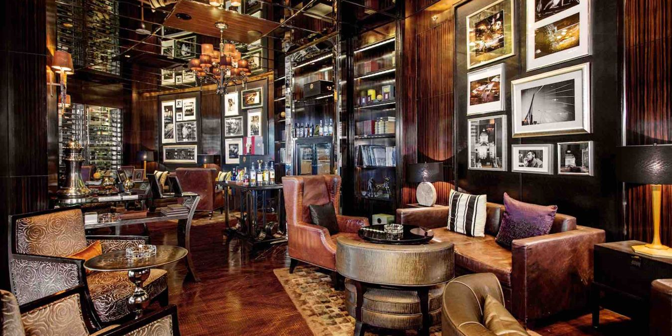 Balcony Lounge and Humidor Cigar Bar, 973 Phloen Chit Rd, Lumphini, Pathum Wan District, Bangkok 10330, Thaïlande.